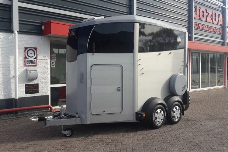 Ifor Williams HBX506 Silver zadelkamer (1)