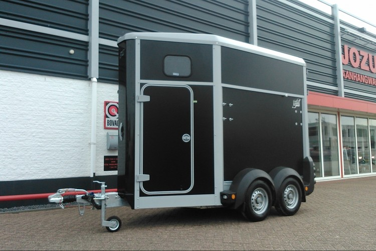 HB403 Black paardentrailer Ifor Williams (1)